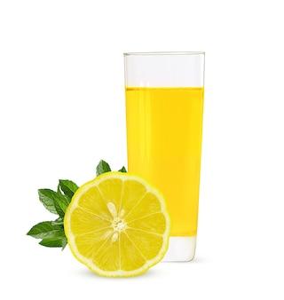 熟したレモンとレモンジュースのガラス