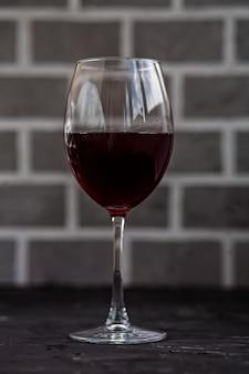 Стакан красного вина. концепция напитков и алкоголя.