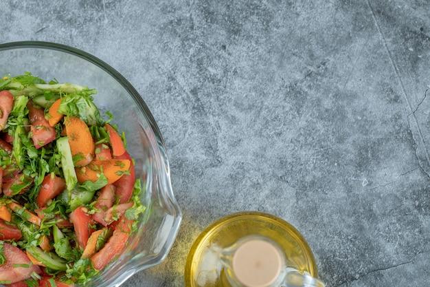 맛있는 야채 샐러드 유리 접시 .