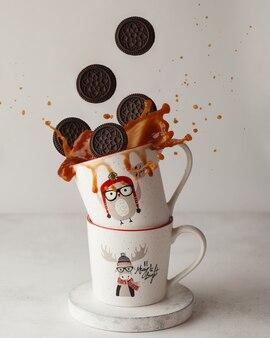 밝아진 컵과 날아 다니는 쿠키