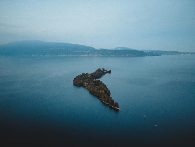 Прекрасный вид на озеро гарда
