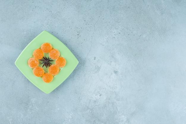 スターアニスとオレンジマーマレードのグリーンプレート。