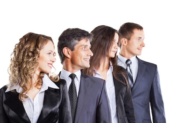 매력적이고 성공적인 비즈니스 팀, 진지한 작업에 대한 준비가 된 그룹.