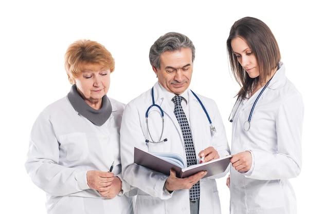 専門医のグループ。結果について話し合う