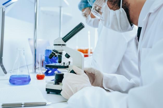 Группа ученых работает над созданием новой вакцины