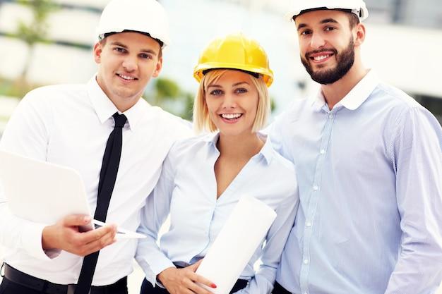 Группа успешных архитекторов