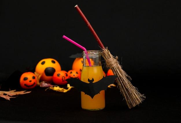 Цитрусово-апельсиновый коктейль на хэллоуин с забавными мандаринами