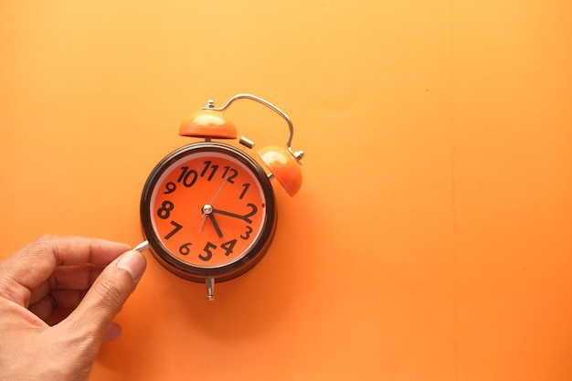時計を持っている手