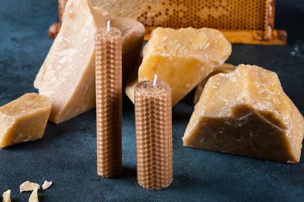 벌집모양의 천연 왁스로 만든 수제 캔들입니다. 공예 양초용 밀랍. 유기농 캔들.