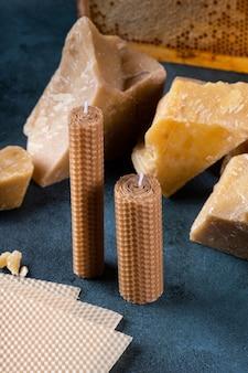 벌집모양의 천연 왁스로 만든 수제 캔들. 공예 양초용 밀랍. 유기농 캔들.