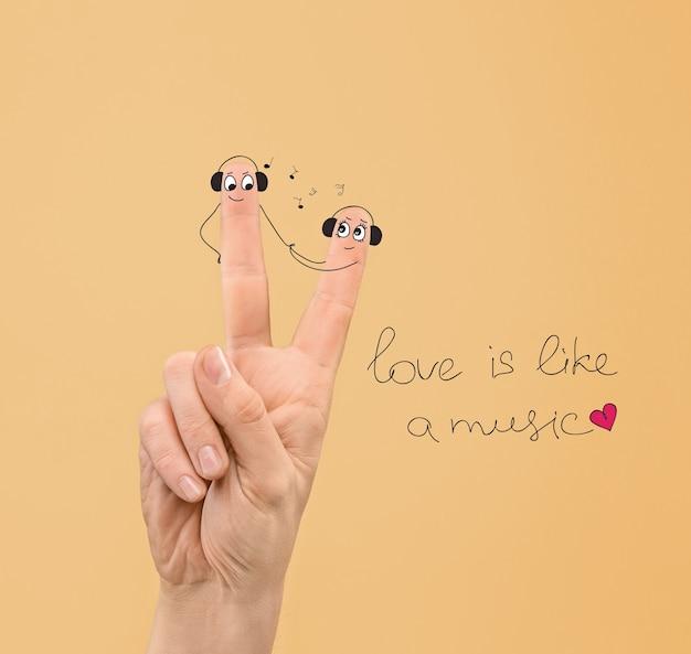 손가락에 헤드폰으로 칠한 얼굴을 사랑에 빠진 행복한 커플. 해피 발렌타인 데이 컨셉