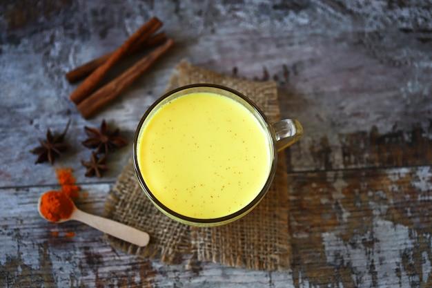 風邪のための健康的な飲み物。