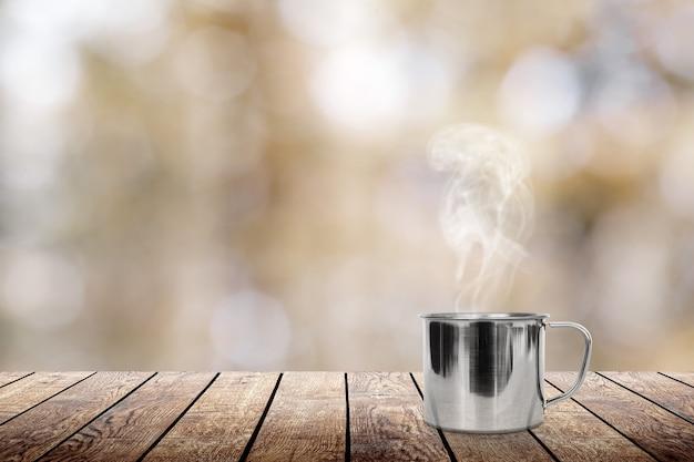 テーブルの上のホットコーヒー