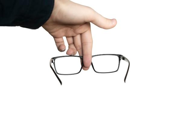眼鏡、モックアップデザイン、光学フレームを持っている白い人の手で隔離