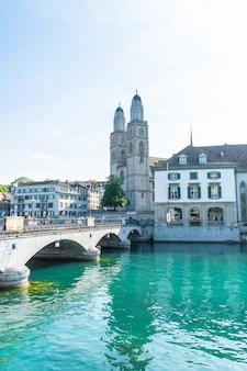 リマト川とチューリッヒ湖のチューリッヒの風景。