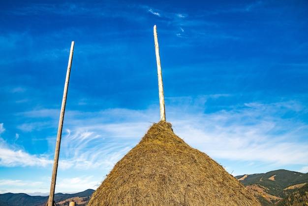 Большой стог сена на фоне чудесной природы карпат и необыкновенного неба.