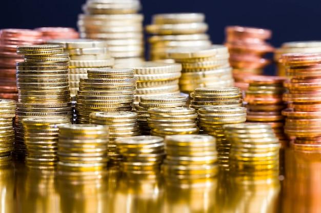 많은 수의 금속 동전