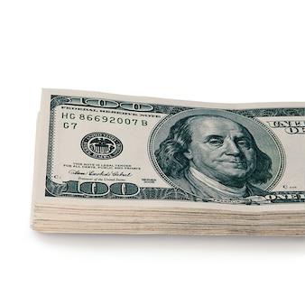 흰색 배경에 100 달러 현금 지폐의 큰 스택. 외딴. 레이아웃, 모형, 글자 및 로고 장소.
