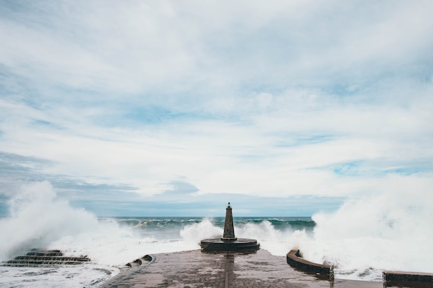 大西洋の隣にある灯台
