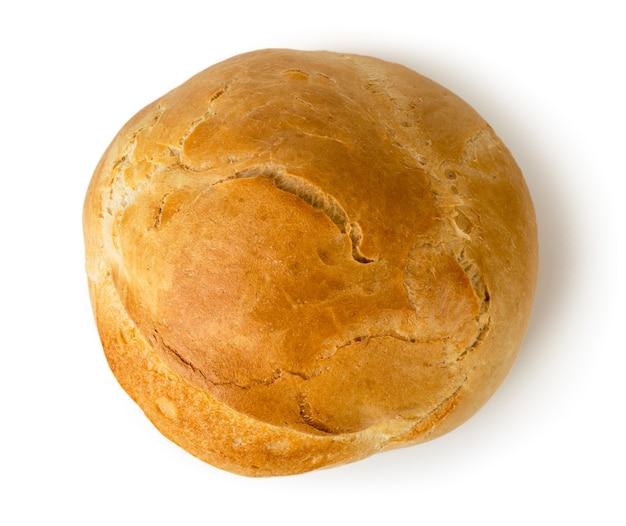 白い背景の上の焼きたてのパンのパン。上からの眺め。