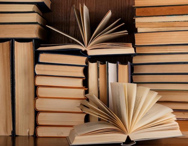 たくさんの古い本
