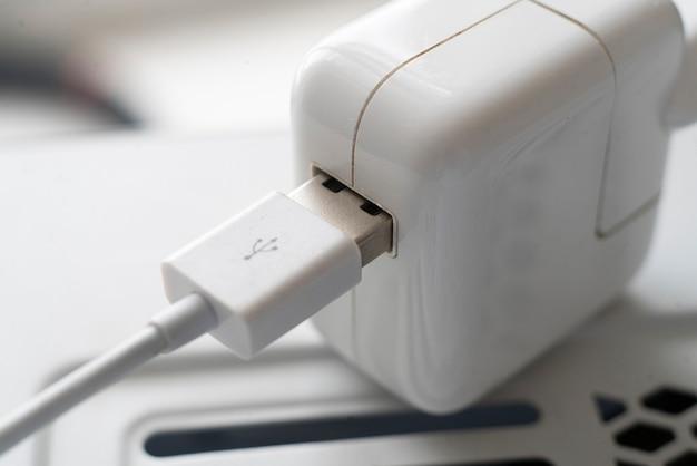 와이어 포트 장비를 삽입하는 usb 3.0 데이터 연결의 매크로보기