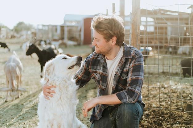 Мужчина и его собака, убежище в соледаде