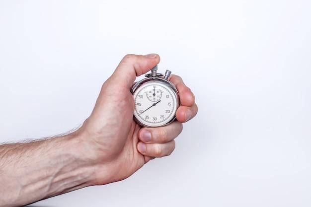 Мужская рука с секундомером на белом фоне