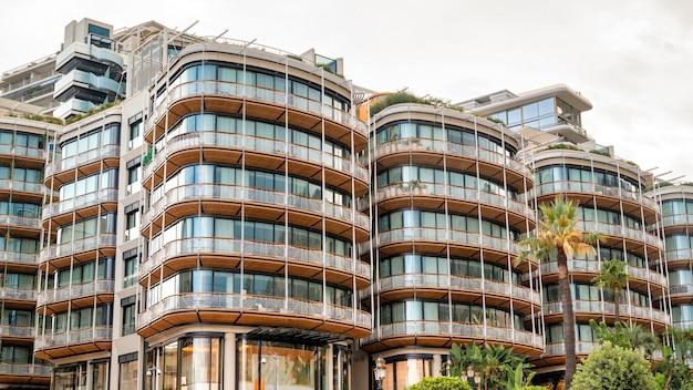 Современное здание в монако