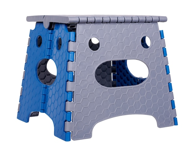 モダンな折りたたみ式プラスチックチェア。空白で隔離。