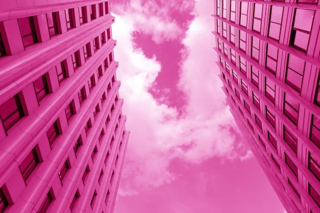 도시의 현대적인 고층 사무실 건물입니다. 도시 건축.