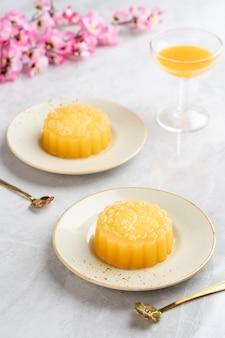 Пудинг из лунного пирога - это китайская выпечка, которую традиционно едят во время фестиваля midautumn.