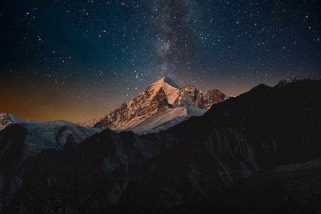 하늘의 산과 별