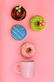 Кружка, из которой вылетают сладкие пончики