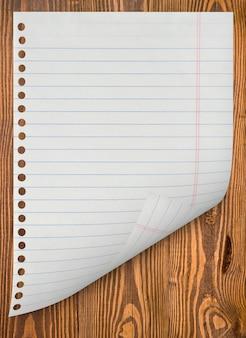 ノートブックからページがはぎ取られました。