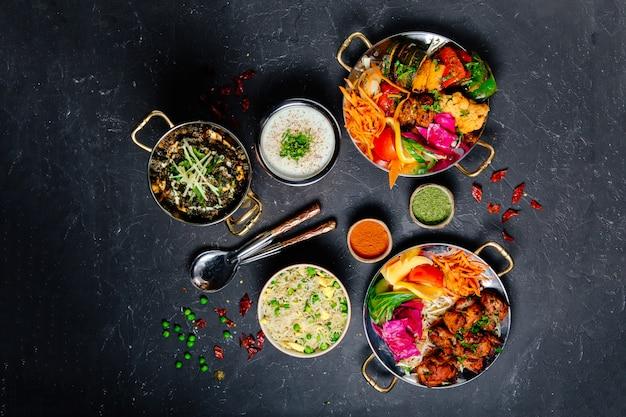 Блюда паназиатской кухни на темном фоне