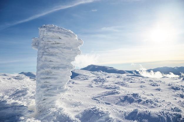 겨울 산의 전경. 겨울 풍경. 카르 파티 아 산