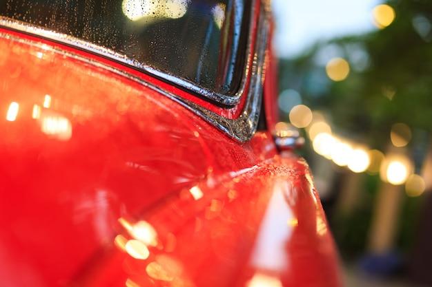 赤いヴィンテージカーの部品