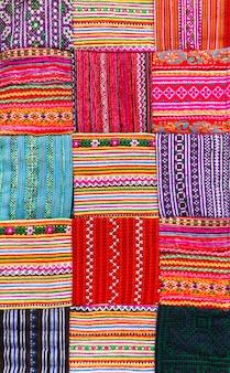 여러 가지 빛깔의 아시아 스타일의 패치 워크 퀼트
