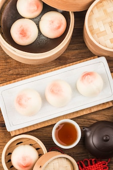 ロングエビティピーチと呼ばれる桃の形をしたバースデーパン。中国の特製ペストリー