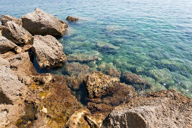 해변의 조약돌.