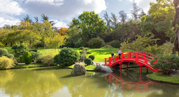 프랑스에서 화창한 날 툴루즈에 일본 정원의 사진