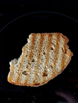 暗闇で乾杯するためのパン。