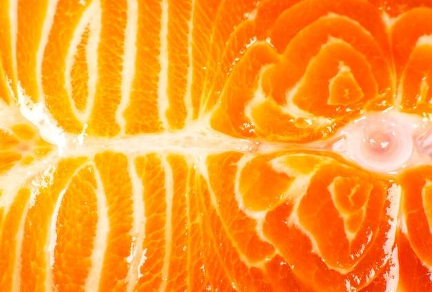 白地に新鮮なサーモンフィッシュステーキ。オメガ3ビタミン、健康的なライフスタイル。自然な菜食主義の食糧。上面図。写真をクローズアップ。