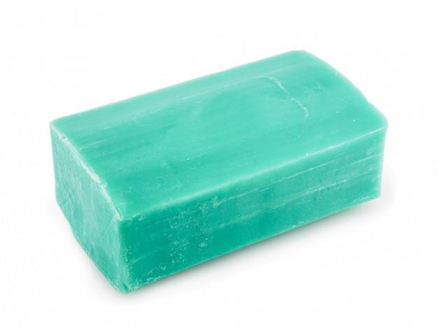 흰색 배경에 녹색 비누 조각.