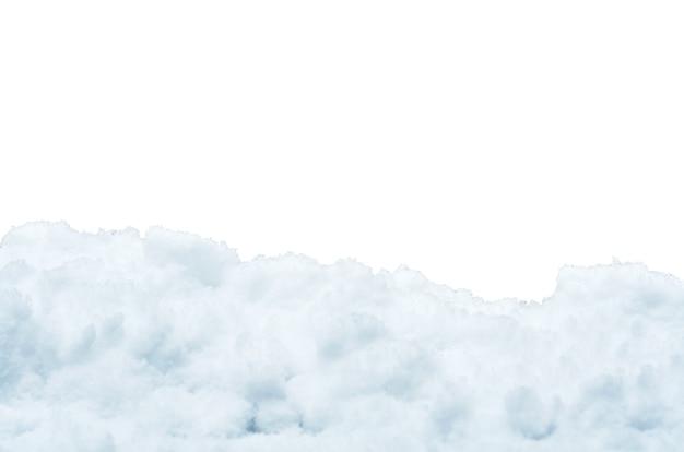 雪の山は白い背景で隔離されます