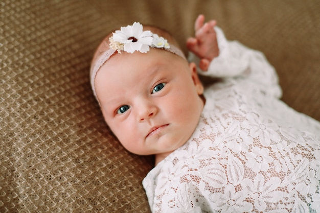 아름다운 갓난 아기 소녀의 초상화