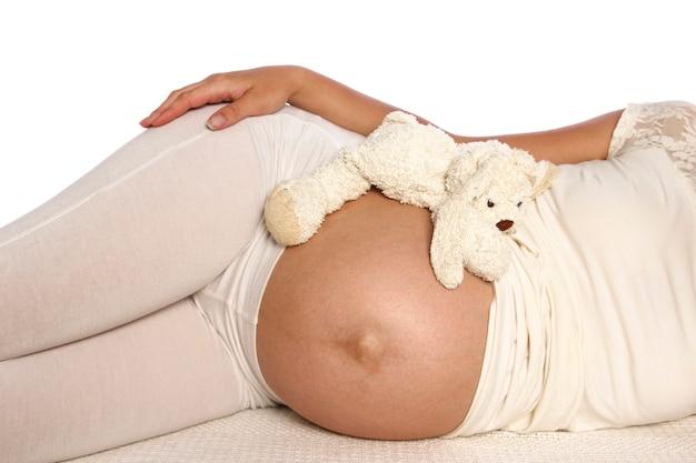 白の妊娠中の女性