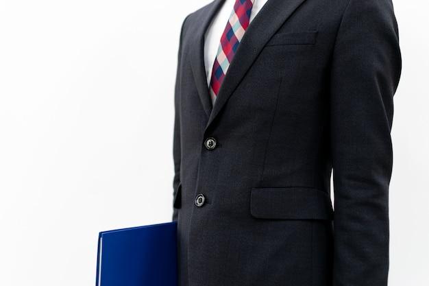 スーツを着たプロの男