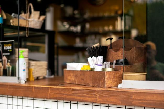 공공 유럽 길거리 음식 카페 창